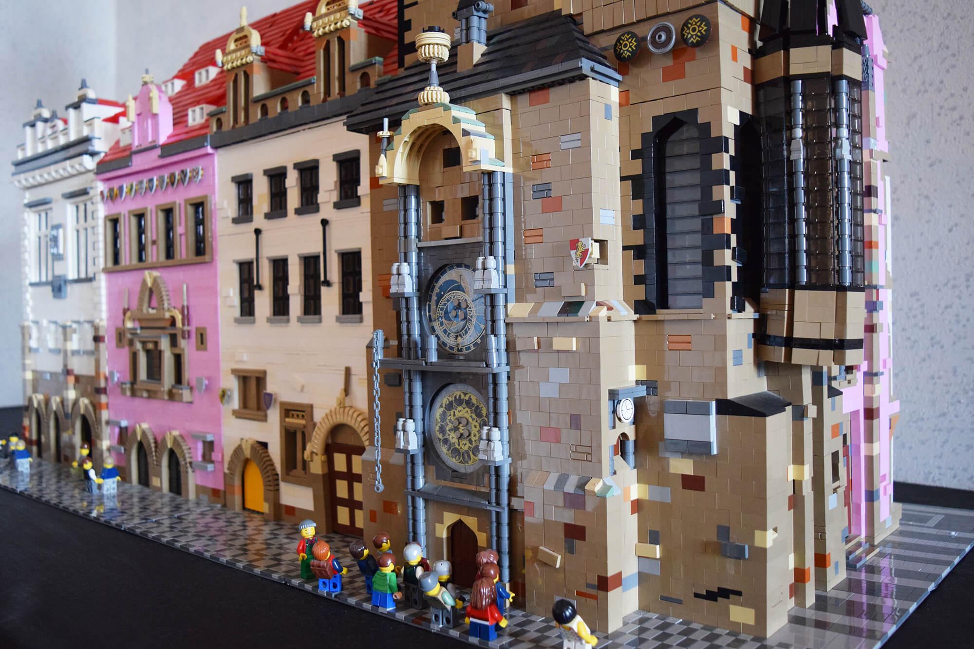 Pražský orloj sestavený z kostek LEGO