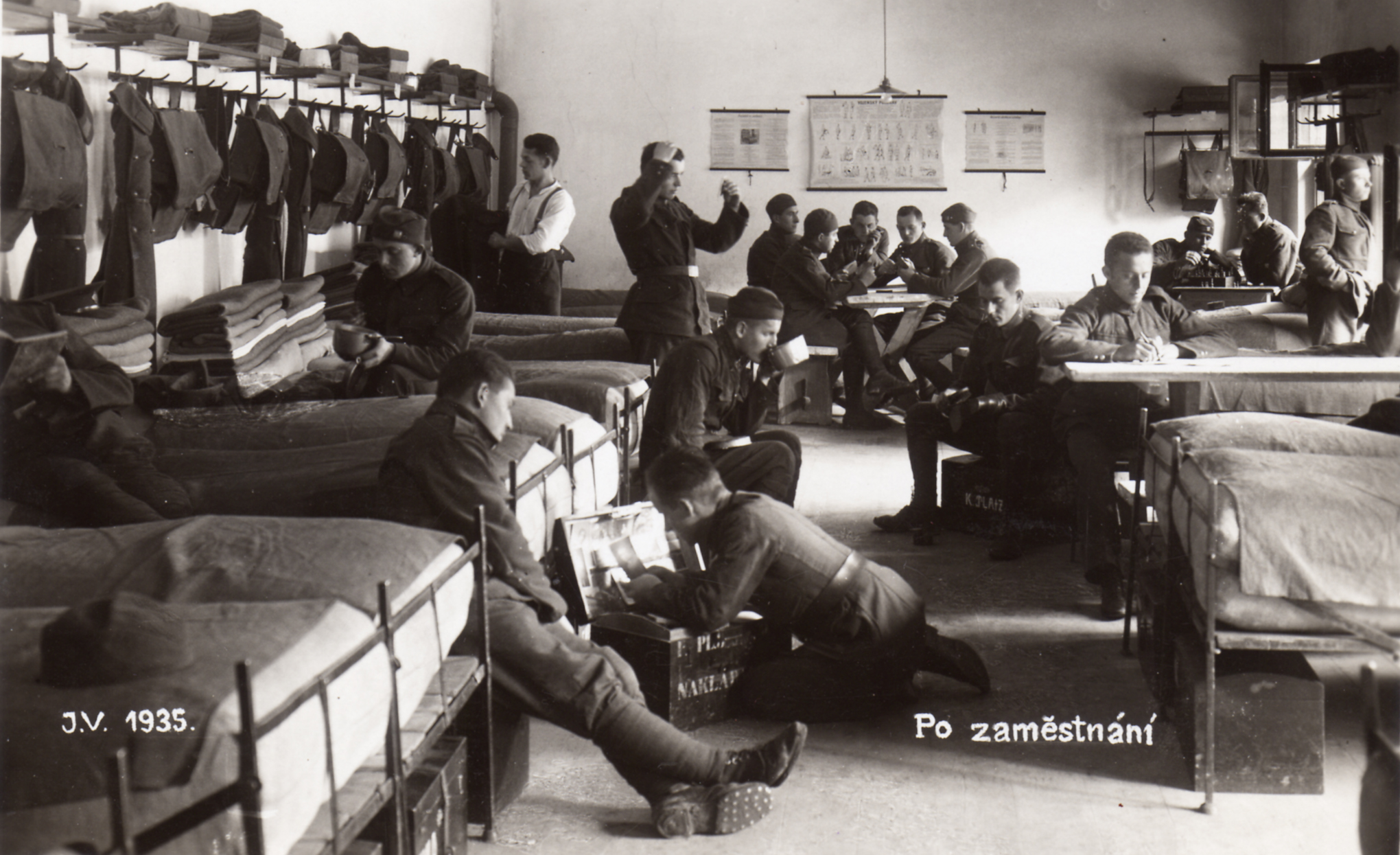 Vojáci při odpočinku v roce 1935
