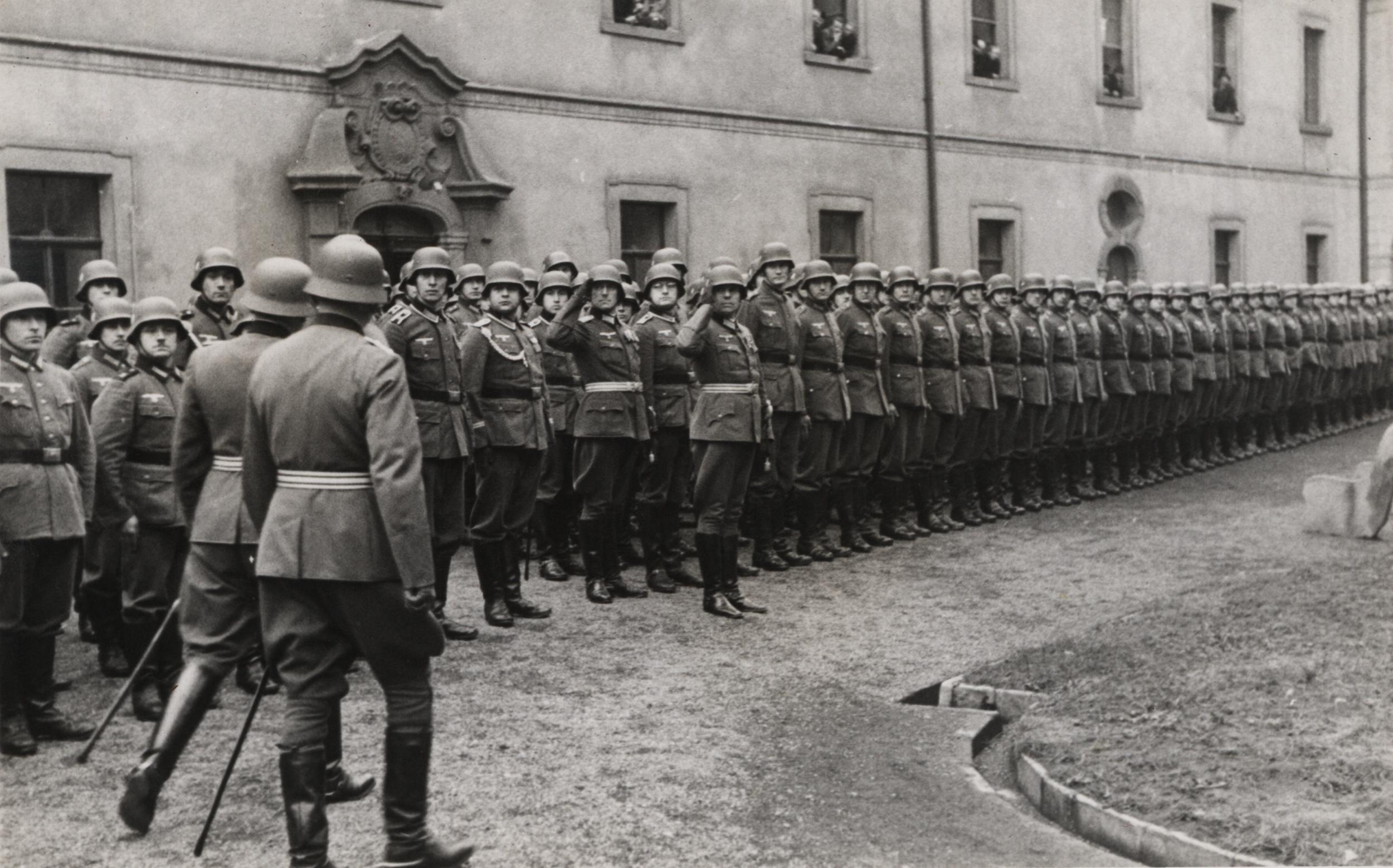 Německá armáda na hlavním nádvoří