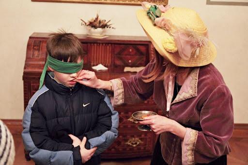 Komtesa s dětmi při plnění úkolu