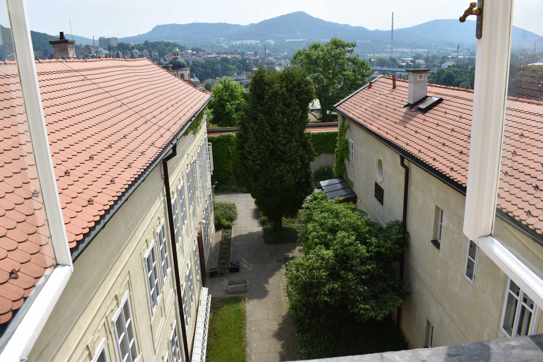 Výhled z okna ubytování - pokojík