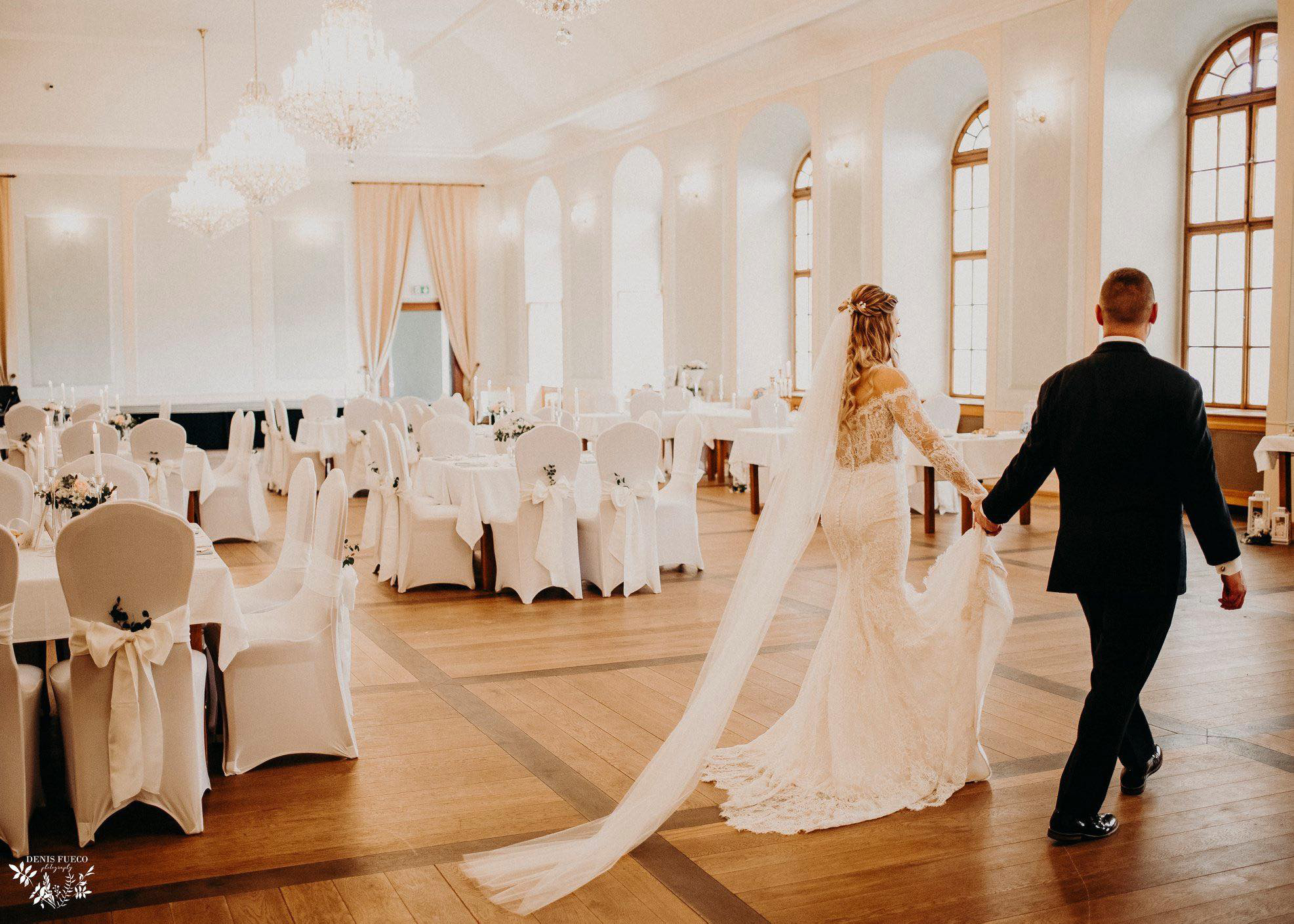 Nevěsta se ženichem v Knihovním sále
